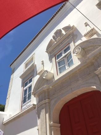 Red door at Patio de Dom Fradique 8