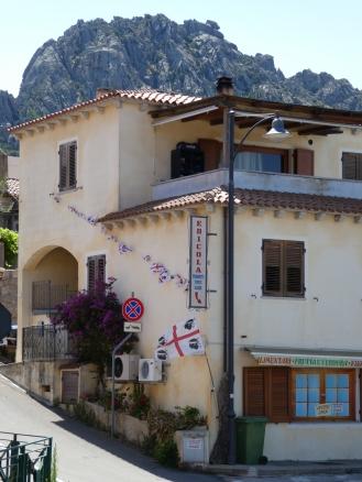 Sardinian flag hanging from a n edicola in San Pantaleo