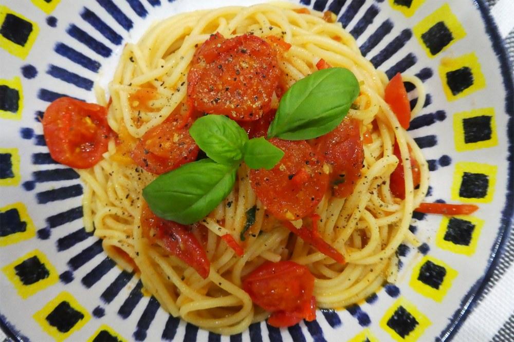 Spaghetti with tomato and chilli