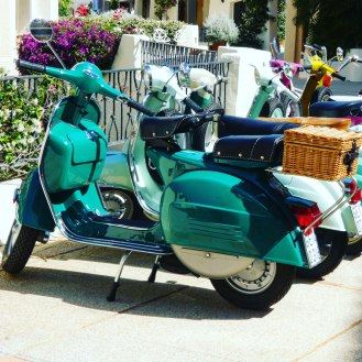 Vespa-in-the-sunshine